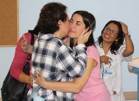 Teresa Romero, con personal médico tras salir del aislamiento