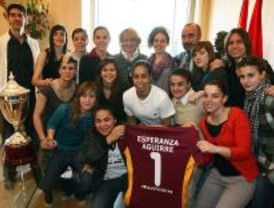 La Comunidad homenajea al Encofra Navalcarnero de fútbol sala femenino