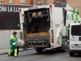 El Ayuntamiento estudia no recoger la basura los días festivos