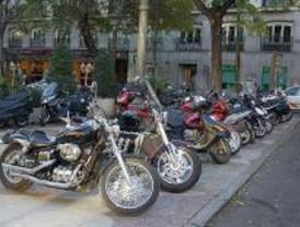 IU dice que Madrid no tiene suficientes aparcamientos para motos