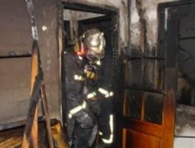 Trece heridos leves por inhalación de humo en un incendio en Getafe