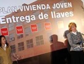 Aguirre entrega en La Ventilla las llaves de las 52 primeras casas del Plan Joven