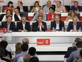 Los socialistas cierran filas en torno a Rubalcaba y niegan que su elección sea