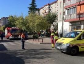 Ocho intoxicados por el humo de un incendio en una vivienda en Móstoles
