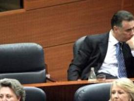 El PP de Madrid maniobra y pedirá a sus imputados las actas de diputado