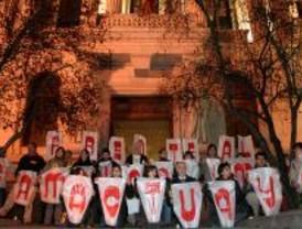 Centenares de personas se abrazan en Madrid contra el cambio climático