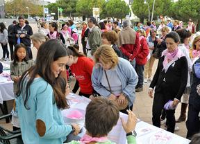 Una marcha conmemora en Pozuelo el Día Internacional contra el Cáncer de Mama