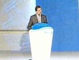 Rajoy da por superada la crisis en el PP y anuncia una oposición exigente