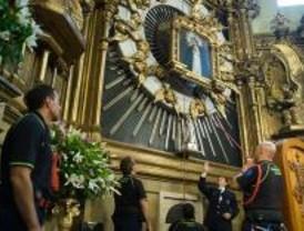 Cientos de madrileños celebran la Virgen de la Paloma