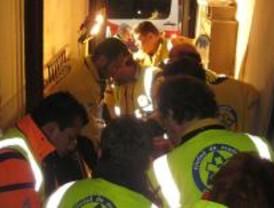 Herido muy grave un joven que trabajaba en un ascensor que estaba acristalando