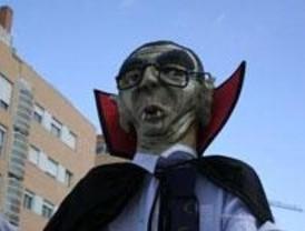 Los vecinos usarán caretas de 'Ruiz-Vampirón' contra la Tasa de Basuras
