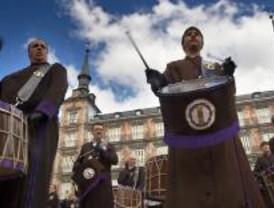 Una tamborrada finaliza la Semana Santa de Madrid