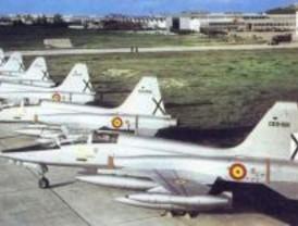 Una asociación reparte octavillas contra el uso civil de la Base Aérea de Getafe