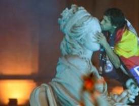 Raúl corona a La Cibeles ante más de cien mil aficionados