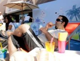 Los madrileños disfrutan de un helado en la playa de Nuevos Ministerios
