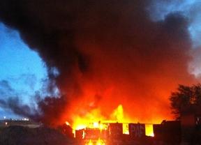 Arden dos naves de más de 3.000 metros cuadrados en Fuenlabrada