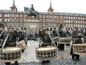 La tradicional tamborrada pone fin a la Semana Santa madrileña