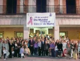 Las Rozas tiñe de rosa la fachada de su Ayuntamiento en el Día contra el Cáncer de Mama