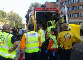 Una mujer herida grave y otra leve tras chocar su turismo con una ambulancia del Samur