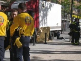 Muere arrollada por un camión en la calle Téllez