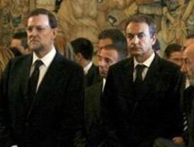 Zapatero y Rajoy,  en la capilla ardiente de los dos agentes asesinados por ETA