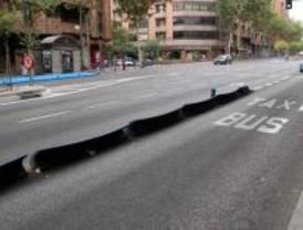 Aparcar en el carril bus y conducir sin las luces no restarán puntos del carné