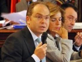 Bravo anuncia que 2008 se cerrará con déficit y se financiará con nueva deuda