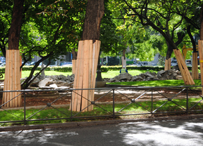 Comienzan las obras de sustitución del viejo pavimento del bulevar de Recoletos