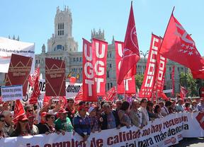 Miles de personas se manifiestan en Madrid contra la política económica del Gobierno