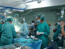Cirujanos de La Paz implantan un corazón artificial a un bebé de ocho meses