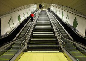Escaleras Mecánicas. Metro Guzman el Bueno.