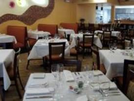 La crisis económica obliga a los madrileños a trasladar el restaurante a casa.