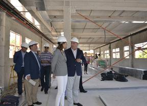 Lucía Figar visita las obras de ampliación del instituto bilingüe Neil Armstrong de Valdemoro