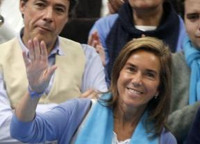 ana Mato saluda a Rajoy en un mitin del PP