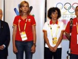 Un minuto de silencio en la Casa de España de Pekín