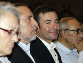 Destacados socialistas, como Corcuera, Peces-Barba o Valcarce respaldan a Gómez