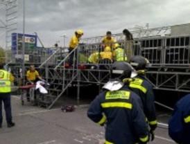 Dos operarios heridos al tirar el viento un escenario