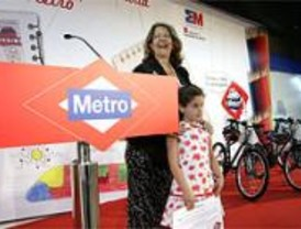 Unos 25.000 niños 'pintan su Metro'