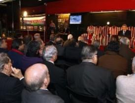 Históricos del Atlético se reúnen en el centenario de la camiseta rojiblanca