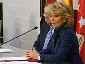 Aguirre duda a quién entregar su aval en el PP