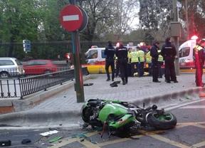 Fallece un motorista tras perder el control del vehículo en la calle Alcalá