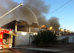 Incendio en una nave industrial de Alcalá de Henares