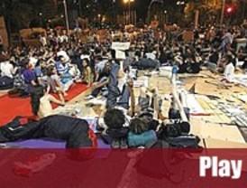 Los indignados levantan la protesta