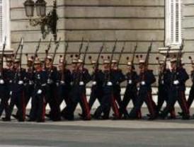 Primer relevo de la Guardia Real con gradas para el público