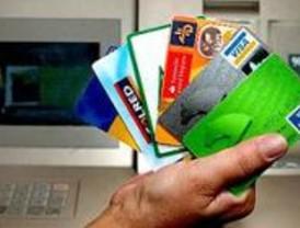 Desarticulada una red que compraba con tarjetas clonadas