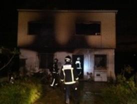 Cuatro heridos, uno de ellos de gravedad, en el incendio de una casa de campo en Morata