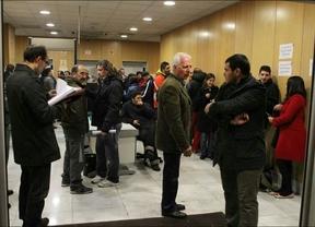 Patronal y sindicatos deciden seguir negociando pasada la media noche