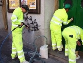 Getafe se gasta 600.000 euros en dos años en limpiar los grafitis de las paredes