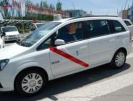 Taxistas invitan en 2010 a evitar el 'sobeteo' y los roces de los autobuses y el Metro