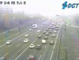 Niebla y tranquilidad en las carreteras madrileñas